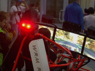 Непередаваемые ощущения и прибыльное дело — вот малая часть того, что представляет собой автосимулятор WRM Rally Cross (Xdof) — новый игровой тренажер для автолюбителей